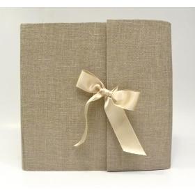 Album fotografico con aletta rivestito in tela del casaro naturale con fiocco in raso avorio