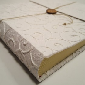 Photo album in paper mulberry with spirals