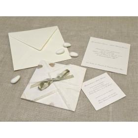 Partecipazione origami con cartacuori, nastrini di organza e raso. Interno di carta seta.