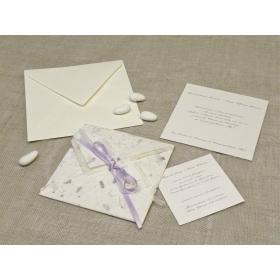 Partecipazione di matrimonio artigianali creata con carta pregiata provenza lilla, nastrini di organza e raso