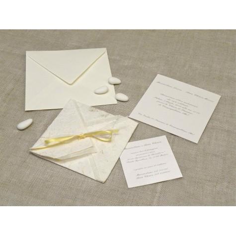 Partecipazione di nozze artigianali con carta provenza gialla, nastrini di organza e raso. Interno di carta seta.