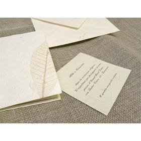 Partecipazione di nozze con carta foglie. Interno di carta seta.