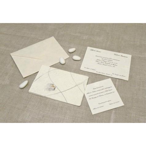 Partecipazione di nozze .con carta griglia blu. Interno in carta seta.