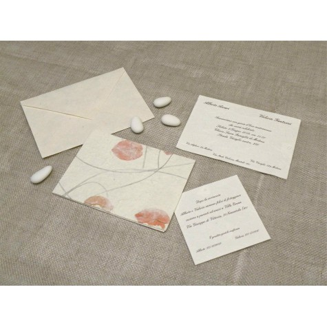 Partecipazione di nozze carta griglia rossa. Interno in carta seta.