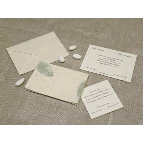 Partecipazione di nozze con carta foglia verde. Interno in carta seta.
