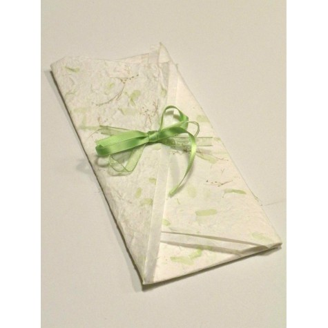 Partecipazione di nozze artigianale a origami con carta provenza, nastrini di organza e raso. Interno di carta seta.