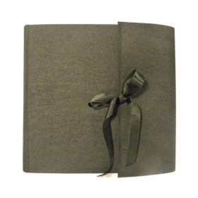 Album fotografico nero con aletta rivestito in tela canapetta e fiocco in raso nero