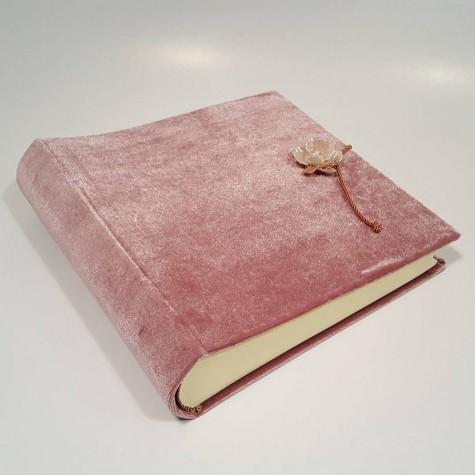 Album rivestito in Velluto Rosa Antico impreziosito da decorazione gioiello rosa effetto perla