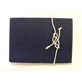 Album fotografico rivestito con tessuto blue jeans e decoro copertina con corda marinaio