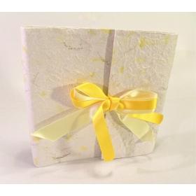 Album fotografico con aletta rivestito in carta provenza Giallo con fiocco in raso giallo