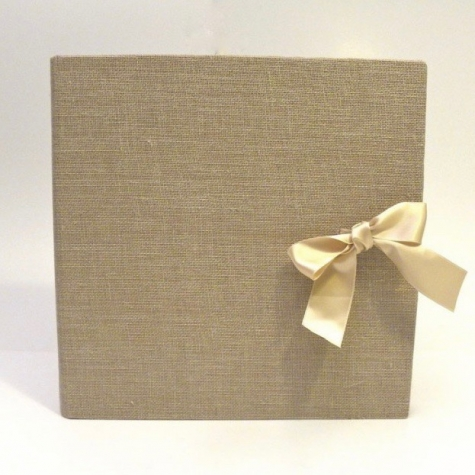 Photo album made whit natural canvas of the dairyman with ivory satin bow