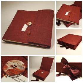 Album fotografico matrimonio Torino rivestito in tessuto colore scarlatto con bottone effetto metallizzato