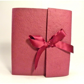 Photo album with flap made with paper mulberry Bordeaux and Bordeaux satin bow