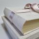 Tessuto a righe trapuntate e doppio fiocco in raso avorio