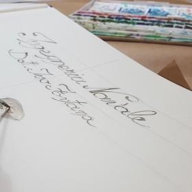 Dedica o nomi scritti a mano nelle pagine interne