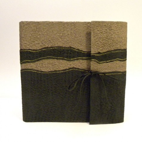 Photo album with flap made whit paper Moonrock sand and black.