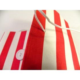 Album fotografico rivestito in tela rigata bianca e rossa con chiusura bottone e cordino